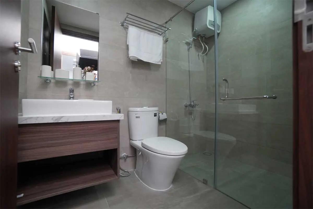 toilet-du-an-c-river-view